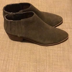 Dolce vita booties olive green